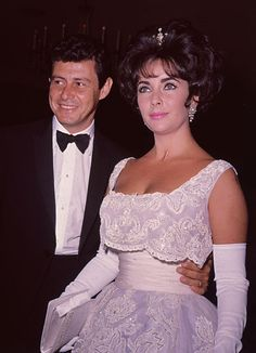 1963, Taylor with her fourth husband, singer and actor Eddie Fisher at a benefit event in LA.  Photo: Getty Images