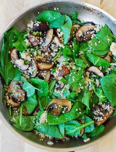 Spinach and mushroom quinoa (Almost Paleo. Maybe substitute Quinoa with cauliflower) Veggie Recipes, Vegetarian Recipes, Cooking Recipes, Healthy Recipes, Cooking Kale, Easy Recipes, Healthy Salads, Healthy Eating, Mushroom Quinoa