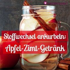 Losing weight without exercise: with the apple and cinnamon drink - Abnehmen ohne Sport: Mit dem Apfel-Zimt-Getränk With this simple and delicious home remedy you can lose weight fast without sport: apple cinnamon drink. Cinnamon Drink, Cinnamon Apples, Healthy Smoothies, Healthy Drinks, Fat Burning Detox Drinks, Health Eating, Detox Recipes, Superfood, How To Lose Weight Fast