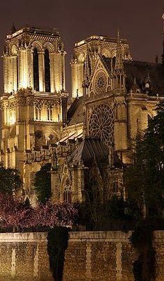 Cathédrale Notre-Dame √ http://en.wikipedia.org/wiki/Notre_Dame_de_Paris