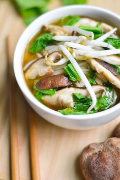 Bok Choy & Shiitake Noodle Soup ----Comfort in a bowl! A simple Asian-style rice noodle soup with bok choy and mushrooms. Soup Recipes, Vegetarian Recipes, Cooking Recipes, Healthy Recipes, Rice Noodle Soups, Rice Noodles, Asian Soup, Asian Cooking, Soup And Salad