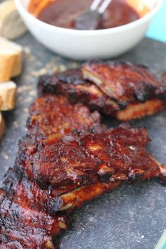 Sodeknetterse spareribs in dj bbq stijl Pulled Pork Recipes, Barbecue Recipes, Ground Beef Recipes, Bbq Spare Ribs, Bbq Ribs, Pork Brisket, Whole Food Recipes, Cooking Recipes, Easy Recipes For Beginners