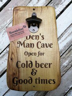 #graveren #mancave #flesopener #bieropener #wandopener #kado #gifts #thuisbezorgd #beer #papa #kado #thuisbezorgd #gifts #vaderdag Bbq Grill, Chilling, Man Cave, Bottle Opener, Barware, Gifts, Beer, Bar Grill, Presents