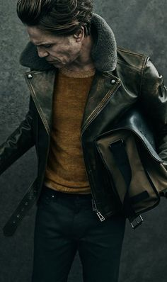 Abrigos de hombre Fall outfit inspiration in browns with a brown leather shearling lined jacket brown sweater gray trousers. Gentleman Mode, Gentleman Style, Stylish Men, Men Casual, T-shirt Und Jeans, Leather Jacket Outfits, Leather Jackets, Outfits Hombre, Mens Fashion Wear