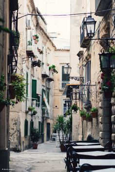 Small streets in italy tropea travel tips