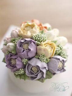 Buttercream Flower Cake by We Cake Buttercream Flowers Tutorial, Korean Buttercream Flower, Buttercream Flower Cake, Gorgeous Cakes, Pretty Cakes, Cute Cakes, Amazing Cakes, Bolo Floral, Floral Cake