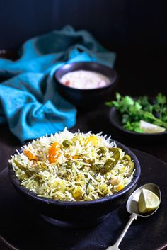 Dahi Wala Pulao is a light, flavorful rice dish that blends myriad different spices beautifully. This can be served along with any vegetable curry. Rice Side Dishes, Best Side Dishes, Food Dishes, Food Food, South Indian Snacks Recipes, Indian Veg Recipes, Veg Pulao Recipe, Vegetarian Rice Recipes, Veg Biryani