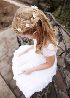 First Communion hairstyles: festive children's hairstyles .- Communion hairstyles festive hairstyles for little girls - Flower Girl Hairstyles, Little Girl Hairstyles, Trendy Hairstyles, Braided Hairstyles, Hot Haircuts, Beautiful Hairstyles, Kids Hairstyles For Wedding, Teenage Hairstyles, Hairstyles Pictures