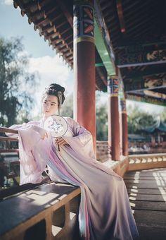"Chinese national costume, ""Han Fu""                                                                                                                                                                                 もっと見る"