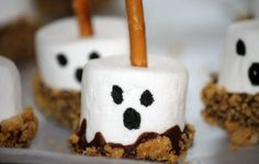 SUUUUPER cute Halloween food ideas, including S'mores Ghosts!