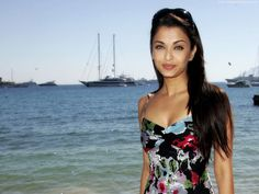 Aishwarya Rai smiling at Cannes Wallpapers in jpg format for free