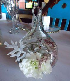 CBV187 Weddings Riviera Maya bubble with white, pink and grey floral centerpieces/ Bodas Riviera Maya rosa, blanco y gris centro de mesa