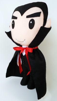 Boneco Drácula fofo confeccionado em feltro.  Produto artesanal, feito à mão.    Aproximadamente 30 cm de altura.  Fica em pé sozinho, sem auxílio de suporte.    Ideal para decoração de festas infantis.