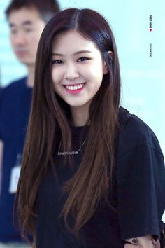 Discovered by f a v o r i t é. Find images and videos about rose, blackpink and lisa on We Heart It - the app to get lost in what you love. Kim Jennie, Forever Young, Kpop Girl Groups, Kpop Girls, K Pop, Blackpink Members, Mileena, Rose Park, Park Chaeyoung