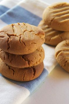 This cookie recipe is one of the cornerstones of baking. Once you have this basic recipe memorised, the variations are only limited by your imagination. Plain Biscuit Recipe, Plain Cookie Recipe, Biscuit Recipe For Kids, Home Made Cookies Recipe, Plain Cookies, Basic Cookies, Butter Cookies Recipe, Easy Cookie Recipes, Tea Recipes