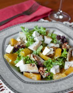 Апельсины сейчас в сезоне. Поэтому предлагаю приготовить с ними вот такой простой и вкусный салат. Курица и апельсины в нем очень хорошо разбавляются соленой фетой. Если вы хотите добавить в салат интересную нотку – можете заменить часть салатных листьев рукколой. Если заправка на масле и уксусе кажется вам скучно, вы…