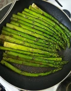 Tökéletes spárga Asparagus, Bacon, Paleo, Food And Drink, Vegetarian, Vegetables, Kitchen, Gastronomia, Side Dishes