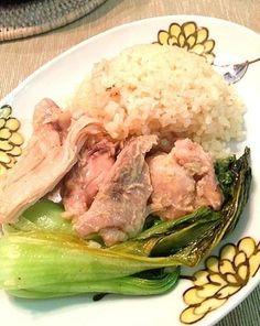 STAUB☆簡単シンガポールチキンライス   STAUBに入れるだけなのに本格的! 茹でる手間を省いても生臭くなく、チキンの柔らかさに感動♪(炊飯器方法はコツに記載)