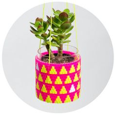 Lo vi y pensé: POPOTES.Woven Bead Planter (pink and yellow triangles) by peaches + keen Hama Beads, Fuse Beads, Diy Hanging Planter, Colorful Throw Pillows, Arts And Crafts, Diy Crafts, Diy Buttons, Melting Beads, Love Craft