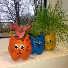 Trendy Cats Crafts Dog And Kids Crafts, Cat Crafts, Garden Crafts, Diy And Crafts, Craft Projects, Plastic Bottle Planter, Plastic Bottle Crafts, Diy Bottle, Recycle Plastic Bottles