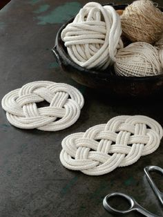 Simple weaving projects with no loom! Check out the eBook Time to Weave for fun loomless weaving projects, such as these tile braided rope mats.