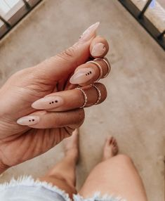 Graphic nudes are my i… Wedding Beauty Nails Fresh summer set. Graphic nudes are my ish. Minimalist Nails, Hair And Nails, My Nails, Fancy Nails, Kylie Nails, Design Ongles Courts, Almond Shape Nails, Almond Nail Art, Long Almond Nails