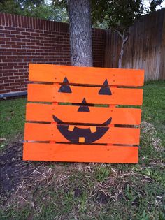 Paint a small pallet like a pumpkin and lean up against a tree! Happy Halloween!