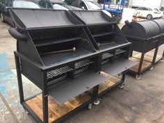 Getting heavy with a fuel drawer and ash pans. Easy access for reloading and cleaning. Sanded and oiled reclaimed timber shelves Oil Drum Bbq, Barrel Bbq, Custom Bbq Pits, Cofee Shop, Fire Pit Essentials, Metal Bending Tools, Timber Shelves, Outside Fire Pits, Barbecue Smoker