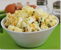 A medvehagymás tojássalátát készíthetjük reggelire, kínálhatjuk előételként ropogósra sült kiflikarikákkal, de a közelgő húsvéti ünnep alkalmával a főtt sonka mellé is nagyon jól illik. Vegetarian Recipes, Healthy Recipes, Healthy Food, Easter Recipes, Potato Salad, Bacon, Veggies, Favorite Recipes, Vegan