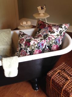 Well, somedays are weird.  Vintage clawfoot tubs need some vintage charcoal and pink chintz! How about a peek of vintage McCoy pottery too? Clawfoot Tubs, Weird Vintage, Mccoy Pottery, Retro Fabric, Boho Look, Throw Cushions, Make Your Own, Pillow Covers, Charcoal