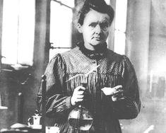 Las diez mujeres más influyentes en la historia de la ciencia: Nacida en Varsovia en 1867, Maria Sklodowska desentrañó el papel de la radioactividad en el campo de la medicina. Sus experimentos con polonio y radio le vali...