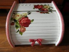 chlebak decoupage - Αναζήτηση Google Decoupage, Bread Boxes, Vintage Wood, Pot Holders, Hand Painted, Handmade, Pallets, Painting, Color