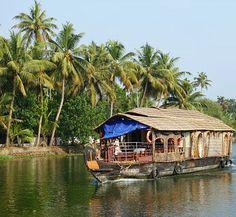 Mit dem Hausboot durch die wunderschönen Backwaters von Kerala - Das Higlight einer Südindien Rundreise... #taipantouristik #indien #reiseblogger #asien #backwaters #kerala #reiseblogger #wanderlust #immereinereisewert #soschön #kreuzfahrt Goa, Backwaters, Kerala, Wanderlust, House Styles, Home Decor, Cruises, Round Trip, Asia