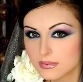 love this whole look her eyes are like POP! i gota try this next time i out