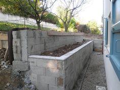 Murs de soutainement réalisés avec la petite terrasse Villa, Outdoor Furniture, Outdoor Decor, Outdoor Storage, Garden Plants, New Homes, Patio, Wood, Delaware