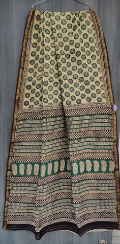 Price Rs 2145 + Shipping extra Beautiful hand block printed Maheshwari silk sarees With blouse Bridal Sarees, Designer Sarees, Sarees Online, Silk Sarees, Party Wear, Boho Shorts, Printed, Stylish, Blouse