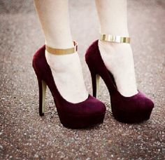 BURGUNDY HEELS WITH GOLD STRAP!