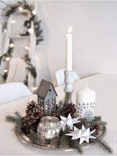 Easy And Simple Christmas Table Centerpieces Ideas For Your Dining Room 16 Classy Christmas, Noel Christmas, White Christmas, Christmas Lights, Beautiful Christmas, Christmas Design, Country Christmas, Christmas Table Centerpieces, Christmas Table Settings