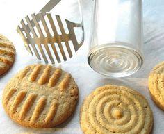 Faire des formes sur les biscuits Pas besoin de gadgets pour faire des formes sur les biscuits! Un presse-purée, une spatule ou tout autre objet à relief peut faire l'affaire. Laissez aller votre créativité!