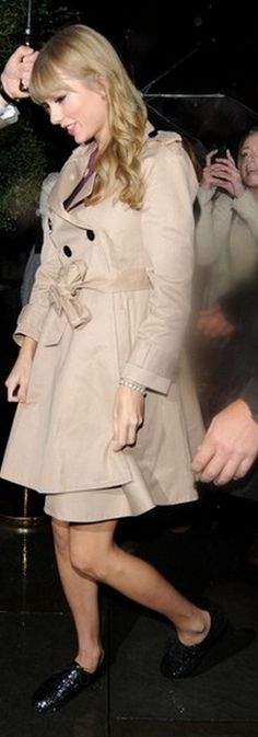 Who made Taylor Swift's glitter oxfords and trench coat? Coat – Kate Spade  Shoes – Vince