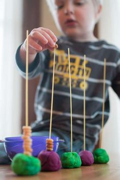 Basic Cereal Threading Activity for Toddlers - Such a basic idea for a threading activity! Activities For 6 Year Olds, Crafts For 2 Year Olds, Fine Motor Activities For Kids, Kids Learning, Kids Motor, Playdough Activities, Montessori Activities, Infant Activities, Teaching Activities