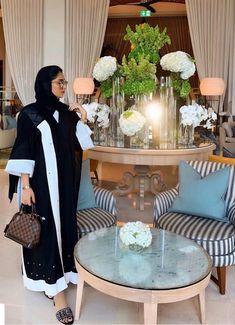 Niqab Fashion, Modest Fashion Hijab, Muslim Fashion, Fashion Dresses, White Abaya, Abaya Designs, Beautiful Hijab, Muslim Women, Holiday Fashion