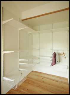 Ikea Algot, Ikea Shelves, Natural Interior, Private Room, Built In Wardrobe, Ikea Hack, Dressing Room, Living Spaces, Sweet Home
