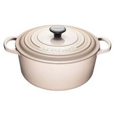 AIR MILES Articles divers Le Creuset Cast Iron, Enameled Cast Iron Cookware, Le Creuset Canada, Le Creuset Colors, Oven Design, Food Experiments, My Bridal Shower, Dutch Oven, Soups And Stews