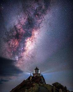47 отметок «Нравится», 1 комментариев — Genady (@hotgamesbest) в Instagram: «regram @space_bible Milky way core over Nugget Point Lighthouse, 26 February 2017 . . . #space…»