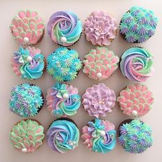 These might be the prettiest cupcakes I have ever seen and they probably taste amazing Cupcakes Design, Fun Cupcakes, Cupcake Cookies, Rainbow Cupcakes, Cake Decorating Techniques, Cake Decorating Tips, Cookie Decorating, Tolle Cupcakes, Mermaid Cupcakes
