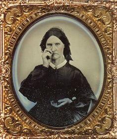 Femme utilisant du tabac à priser   1855