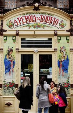 Pérola do Bolhão store, Porto. One of the most beautiful delicatessens in Porto