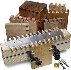 MLCS Pins and Tails Through Dovetail Clamping System (Woodworking Joints) Woodworking Joints, Woodworking Techniques, Woodworking Projects, Woodworking Furniture, Woodworking Guide, Woodworking Books, Dovetail Jig, Wood Shop Projects, Wood Joints