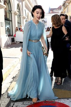 See Every Red Carpet Look From the 2017 Cannes Film Festival : See Every Red Carpet Look From the 2017 Cannes Film Festival - Fan Bingbing in Elie Saab Très chic, non? Fan Bingbing, Pretty Outfits, Pretty Dresses, Beautiful Dresses, Fashion 2017, Fashion Show, Fashion Dresses, Red Carpet Dresses, Blue Dresses